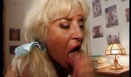 에서 포르노 씨발 와 동물 픽업-뜨거운 작업 테이블 아래에 까만